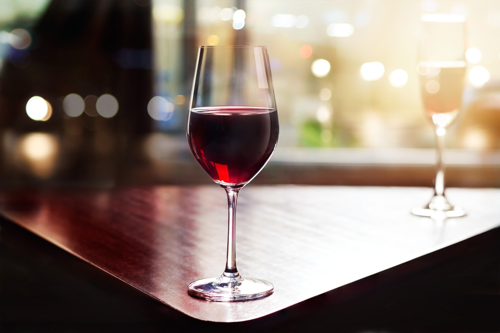 A glass of red wine is good for health? In fact, no
