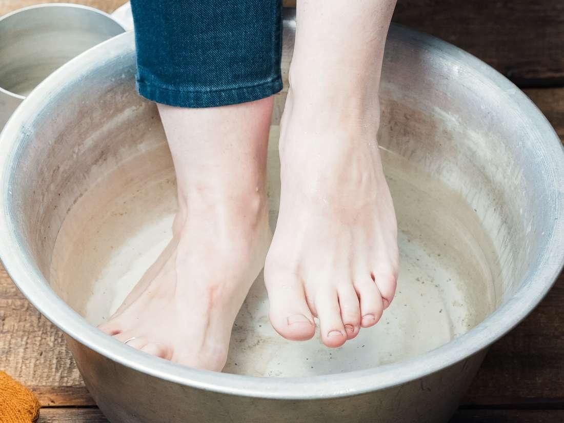 How to make a vinegar foot soak