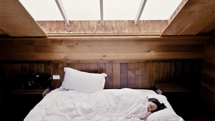 Sleeping in on the weekend won't repay your sleep debt