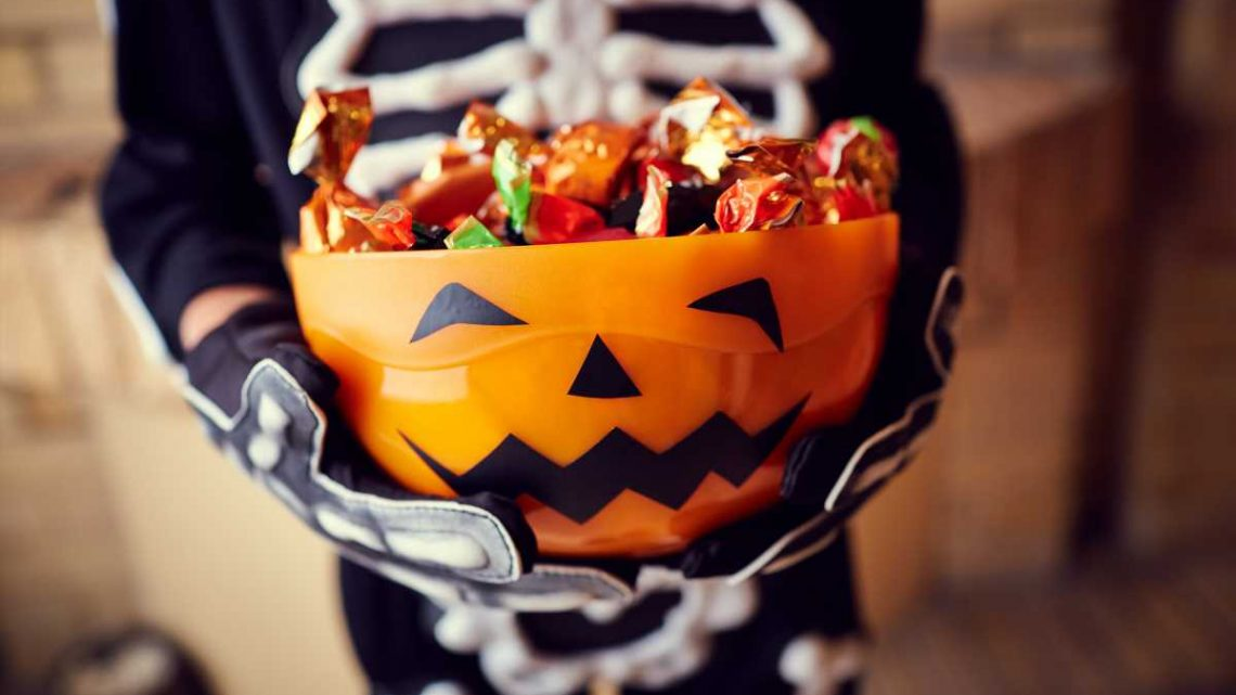 How Much Halloween Candy Should Parents Give Kids? 'It's Okay to Have Fun,' Pediatrician Says