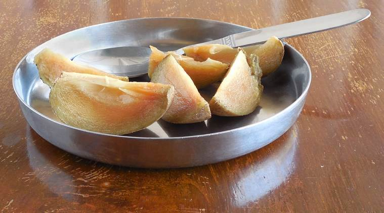 Need one reason to eat chikoo? We give you many