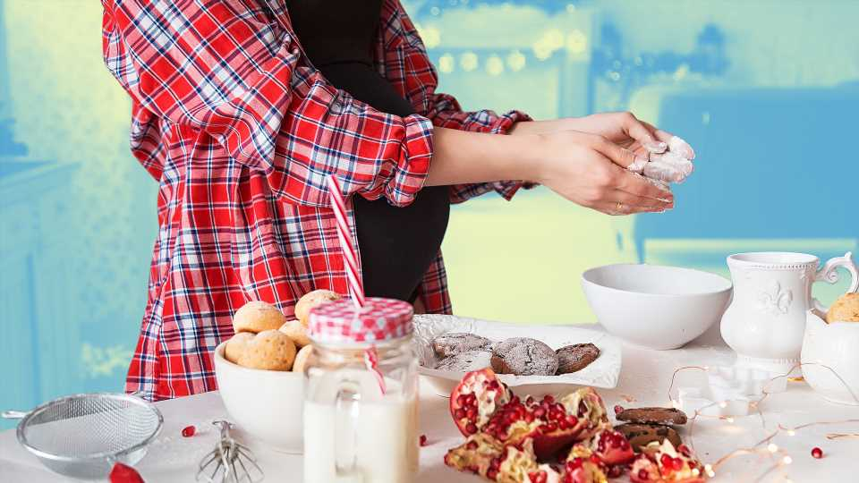These Are the Best (& Worst) Holiday Foods for Pregnant People