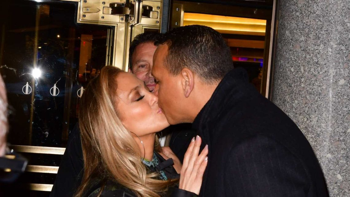 Alex Rodriguez Just Posted The Cutest Reaction To J.Lo's Super Bowl Halftime Show Performance