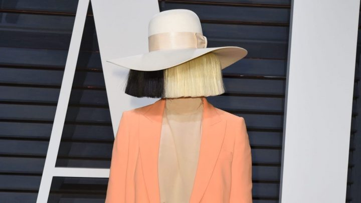 Sia believes in an attachment theory that adult problems are caused by how your parents treated you in the first 10 months of life