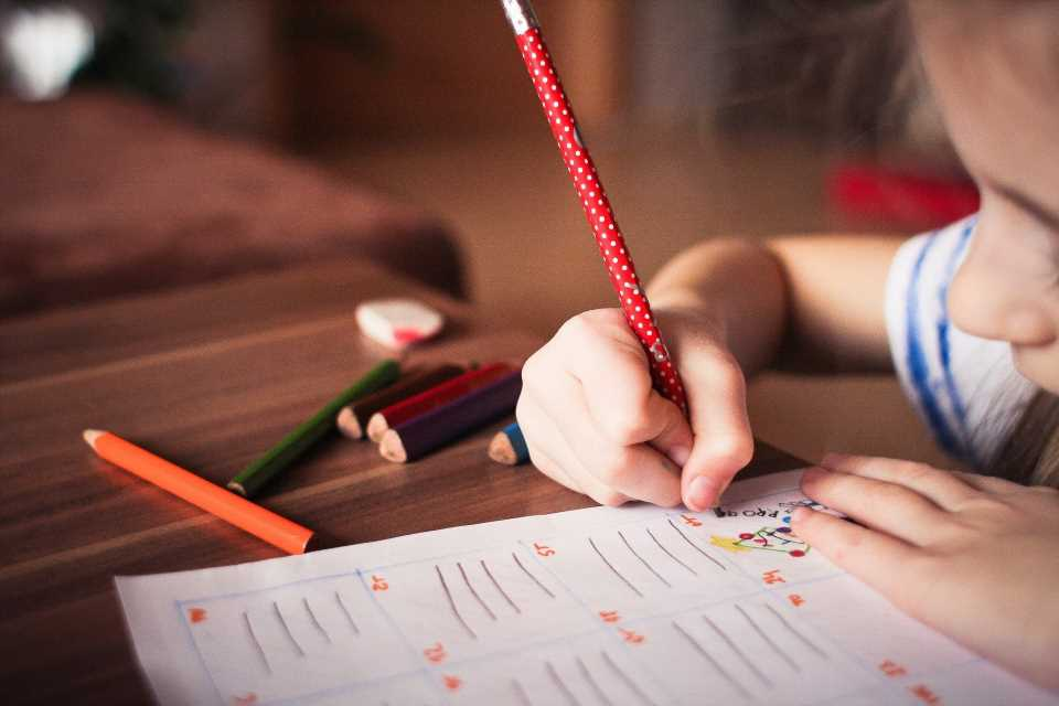 Flickering screens may help children with reading and writing difficulties